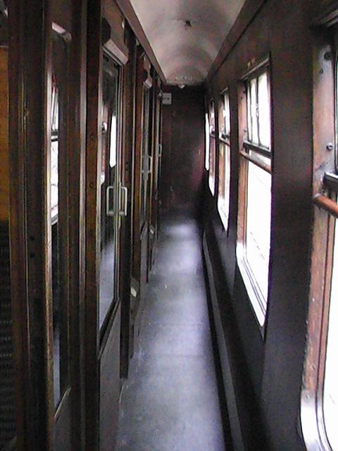pasillo-de-un-tren-de-compartimentos