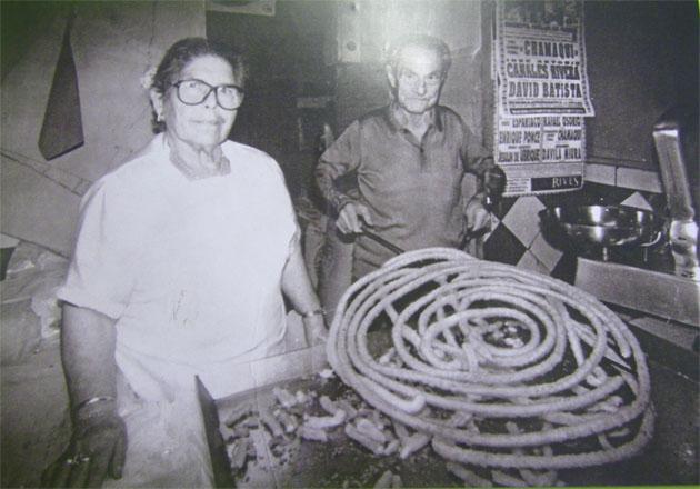 josefa-vega-y-antonio-sanchez-en-churreria-calle-nueva